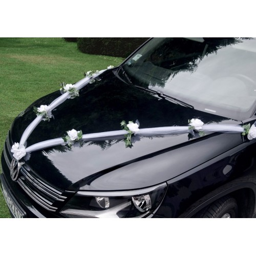 Guirlande tulle et roses blanches pour voiture