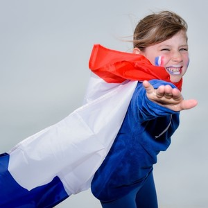 Vous voulez une bonne nouvelle ?  L'équipe de France féminine défiera l'Allemagne en amical à Strasbourg le 10 Juin ! ⚽️  On est trop heureux d'accueillir nos Bleues préférées chez nous 😍  Alors, vos pronostics?  Plutôt 🇫🇷 ou 🇩🇪?