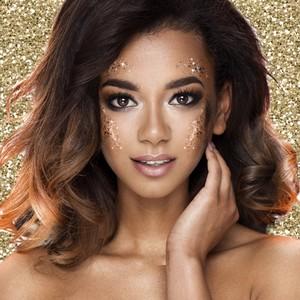 Chez Fiesta Republic, on vous propose deux kits de maquillage professionnel pour nouvel an, spécial glitter ! ✨✨  💛Le premier kit à 15€ contient un spray pailleté pour cheveux, un vernis à ongles pailleté, un gel pailleté pour le corps et/ou les cheveux et des paillettes pour le visage  💛Le second kit à 10€ contient un spray pailleté pour les cheveux, un gel pailleté pour le corps et/ou les cheveux et des paillettes pour le visage   On vous attend 😉