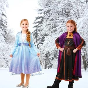 ❄️ Libérés ! Délivrés ! ❄️ On vous propose ENFIN les déguisements que vous attendiez tous : Elsa et Anna vont pouvoir vous rendre visite pendant les fêtes... 😉 Retrouvez les panoplies dès maintenant sur notre site internet ou directement en magasin ! ☃️